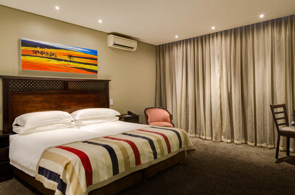 King guest room at Protea Hotel Witbank.